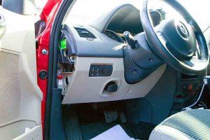 кнопка гбо в салоне Renault