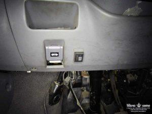 кнопка гбо в салоне на Toyota Previa 1992 2.5